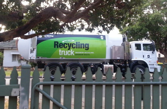 this recycling truck is rubbish